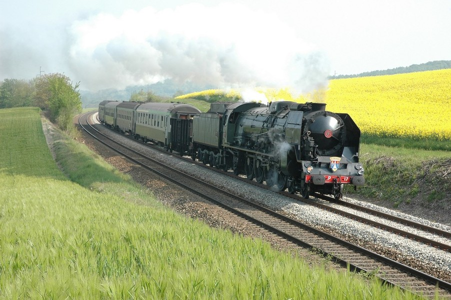 Nous Joindre >> Nos voyages vapeur avec La locomotive à Vapeur 241P17